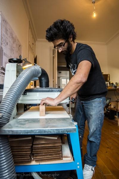 Pour atteindre les dimensions exactes, on y va petit à petit, en multipliant les ponçage dans cette machine